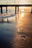 在海滩的脚印 免版税库存照片
