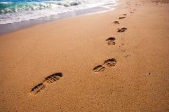 在海滩的脚步 免版税图库摄影
