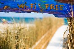 在海滩的自由wifi 免版税库存照片