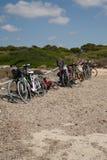 在海滩的自行车 免版税库存图片