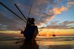 在海滩的船在日落 库存照片