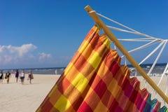 在海滩的色的吊床 图库摄影