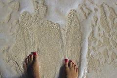 在海滩的英尺 免版税图库摄影