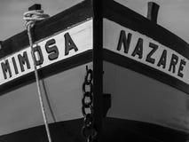 在海滩的葡萄酒小船在Nazare,葡萄牙 库存图片