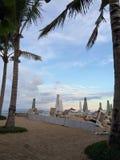 在海滩的蓝色云彩 免版税库存图片
