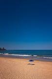 在海滩的蓝色遮阳伞 库存照片