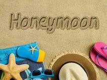在海滩的蜜月 免版税库存照片
