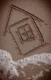 在海滩绘的议院 免版税库存图片