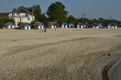 在海滩的野营的小屋 图库摄影