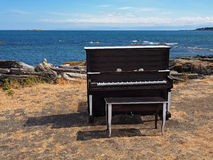 在海滩的钢琴 免版税图库摄影