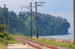在海滨的铁路在巴统附近 库存照片