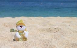 在海滩的雪人,巴厘岛,印度尼西亚 免版税库存图片