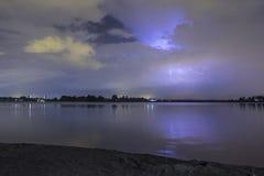 在海滩的雷暴 库存照片