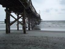 在海滩的风暴 免版税库存图片