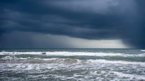 在海洋的风暴 免版税库存照片