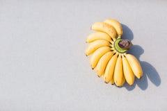 在海滩的香蕉 免版税库存图片