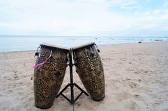 在海滩的鼓 库存图片