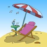 在海滩的轻便折叠躺椅 免版税库存图片