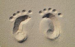 在海滩的婴孩脚印 图库摄影
