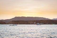 在海滩的2月晚上在Sharm El谢赫 图库摄影