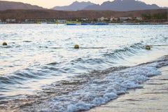 在海滩的2月晚上在Sharm El谢赫 库存照片