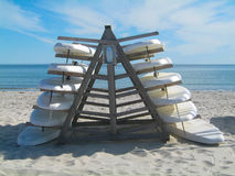 在海滩的水橇板 免版税库存照片