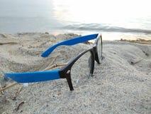 在海滩的玻璃 图库摄影