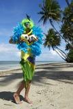 在海滩的滑稽的巴西足球迷 库存图片