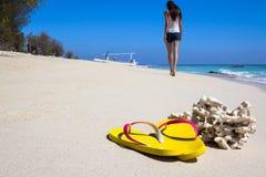 在海滩的黄色板岩 库存图片