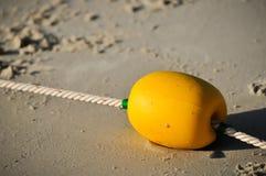 在海滩的黄色浮体,游泳的安全区 库存照片