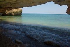 在海滩的洞 免版税库存图片