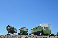 在海滩的Canarian渔船 免版税库存照片