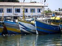 在海滩的Fisher小船早晨点燃 免版税库存图片