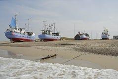在海滩的Fishingboats 免版税库存图片