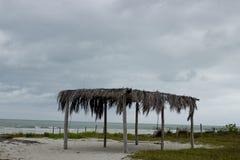 在海滩的Palapa 库存照片