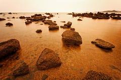 在海滩的Sailer 免版税库存照片