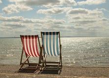 在海滩的Sunbeds 库存图片