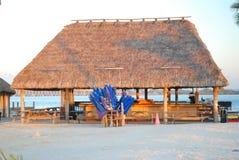 在海滩的Tiki小屋 库存照片