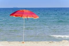 在海滩的Umbrela 库存图片