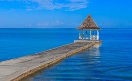 在海滩码头,蒙特哥贝牙买加的婚礼眺望台 库存图片
