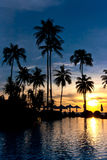 在海滩胜地的日落 免版税库存照片