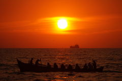 在海滩芒格洛尔的美好的日落 免版税库存照片