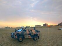 在海滩荷兰的军事坦克 库存图片