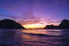 在海洋菲律宾的日落 库存图片