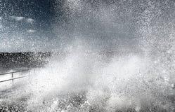 爆炸的水波 免版税库存照片