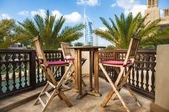 在海滩附近的热带咖啡馆 免版税库存照片