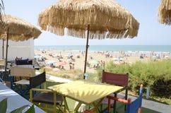 在海滩餐馆的大阳台 库存照片