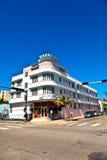 在海洋驱动的午间视图在南迈阿密,在艺术装饰区 库存图片