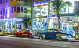 在海洋驱动的夜视图在南迈阿密 免版税图库摄影