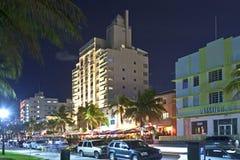 在海洋驱动的夜视图在迈阿密 免版税库存图片